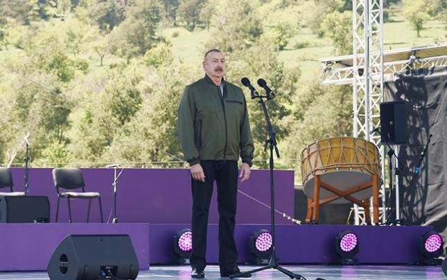 """Prezidentin """"Xarıbülbül"""" festivalında çıxışının"""