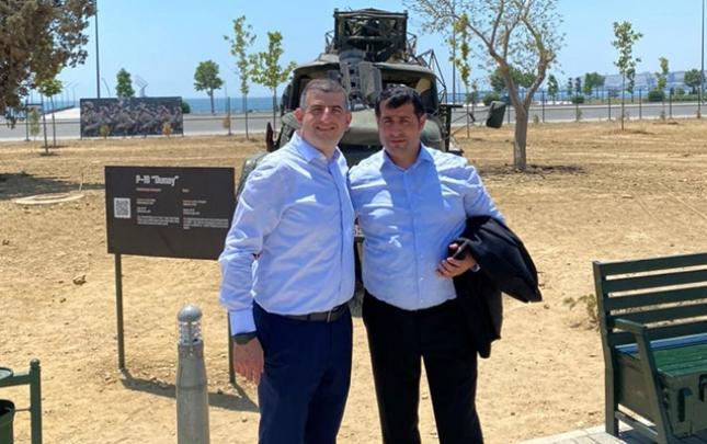 Araz Musayev Haluk Bayraktarla Qənimətlər Parkını gəzdi