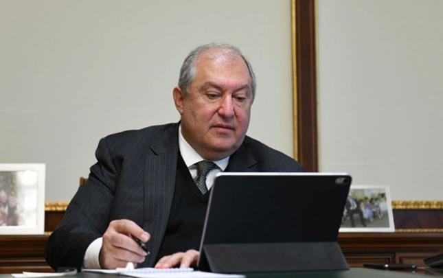 Sarkisyan əvvəlki idarəetmə formasına qayıtmağı təklif edir