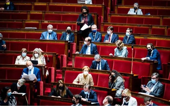 Fransada məcburi peyvəndləmə barədə qanun qəbul edildi