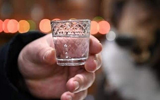 Rusiyada saxta spirtli içkidən ölənlərin sayı artır