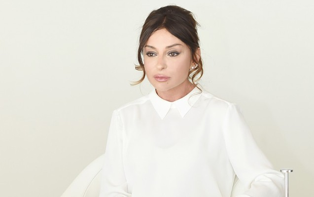 """Putin Mehriban Əliyevanı """"Dostluq"""" ordeni ilə təltif etdi"""