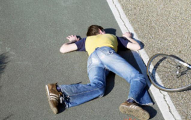 Velosiped sürərkən maşın vurdu, öldü