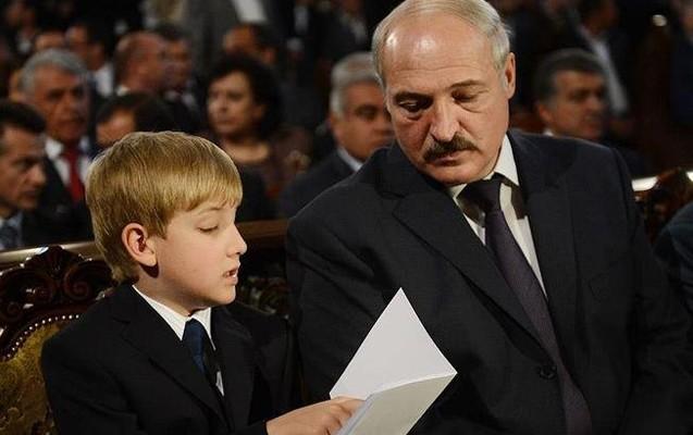 Lukaşenko Qırğızıstandakı sammitə 12 yaşlı oğlu ilə getdi