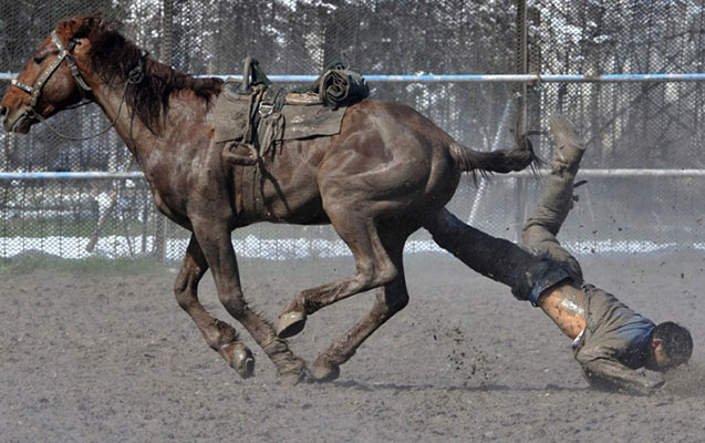 Atdan yıxılan 56 yaşlı kişinin