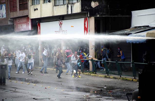 Venesuelada iğtişaşlar nəticəsində 42 nəfər xəsarət alıb
