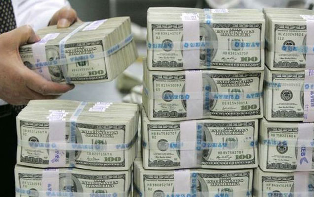 24 bankda dollar limitsiz satılır