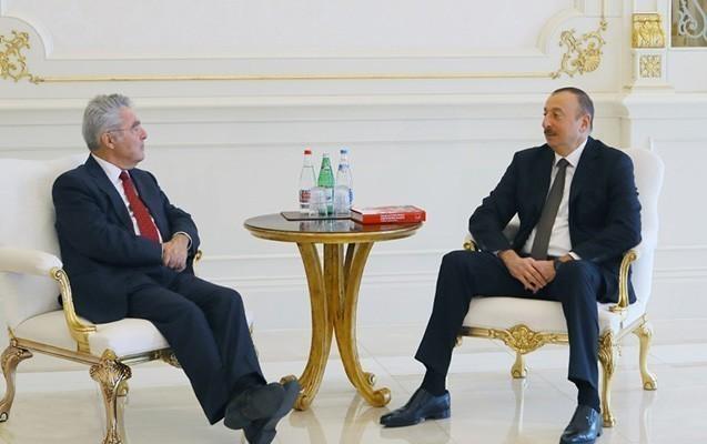 İlham Əliyev eks-prezidentlə görüşüb