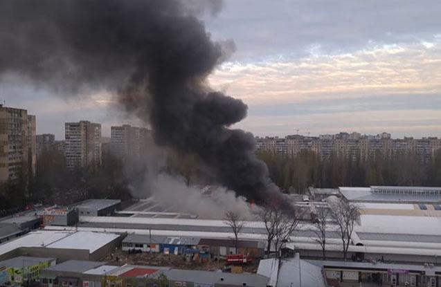 Ukraynada bazar yanıb