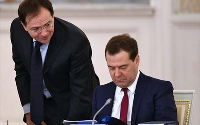 Putin Medvedevə nazirlə bağlı qəribə tapşırıq verdi