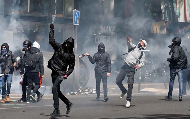 Parisdə məktəblilər ayağa qalxdılar