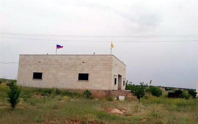 Rusiya ilə terror təşkilatının bayrağı birlikdə dalğalanır