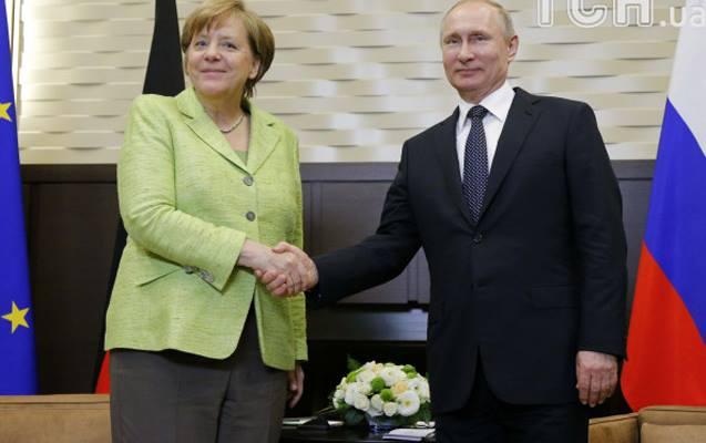 Putin Merkellə sanksiyaları müzakirə etməyib