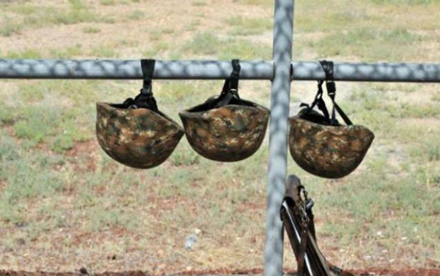 Ermənistanda 2 hərbçi ölüb