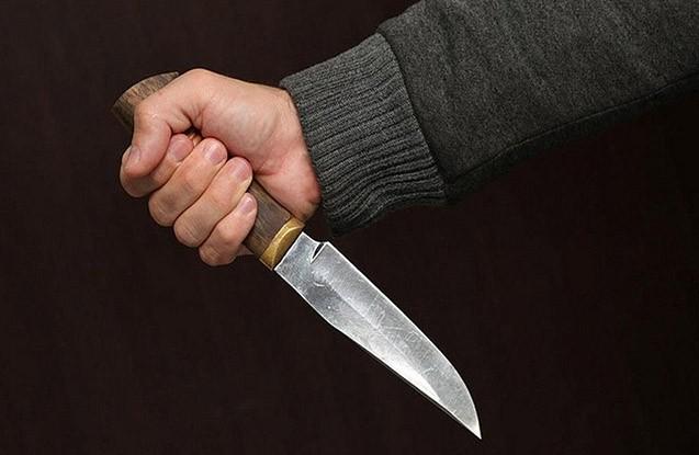 20 yaşlı oğlan özünü bıçaqlayıb öldürdü