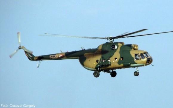 """""""Neft Daşları""""na gedən helikopter qəza enişi etdi"""