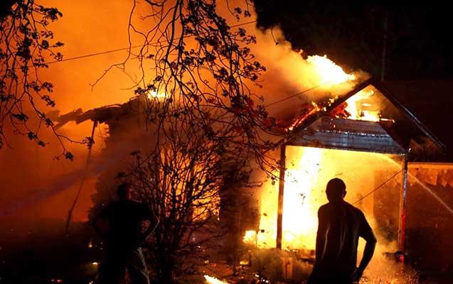 Salyanda ev yandı