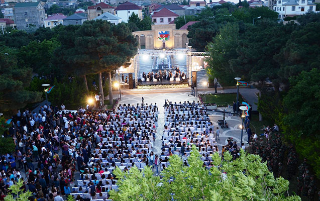 Badamdarda bayram konserti keçirildi