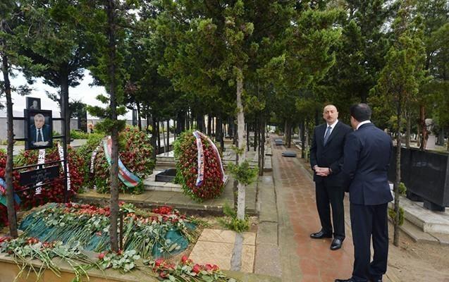 Prezident Natiq Əliyevin məzarını ziyarət etdi
