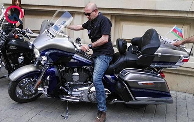 Vahid Mustafayev açılışa motosikletlə gəldi