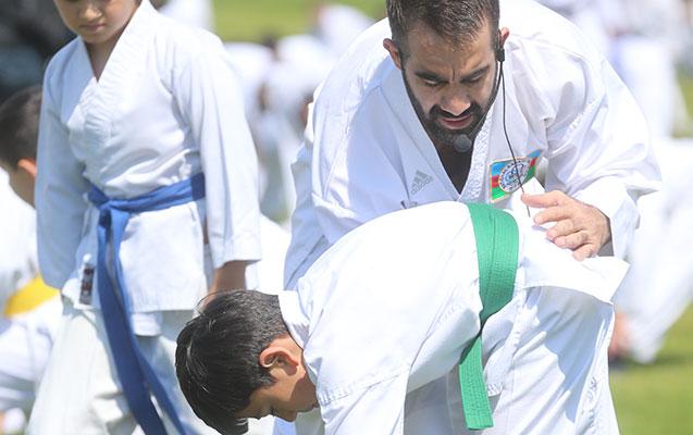 Rafael Ağayevdən parkda karate dərsi
