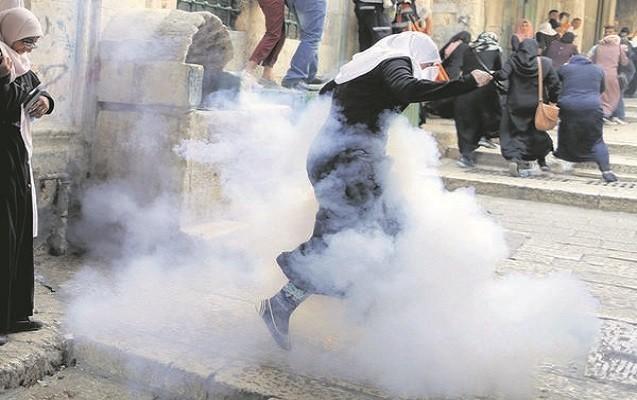 İsrail polisi namaz vaxtı məscidə hücum etdi