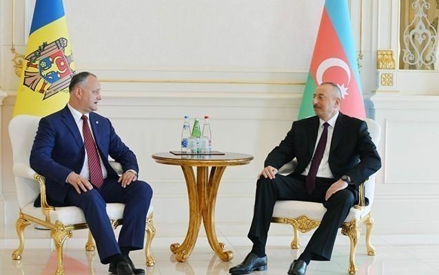 Əliyev Moldova prezidentini qarşılayıb