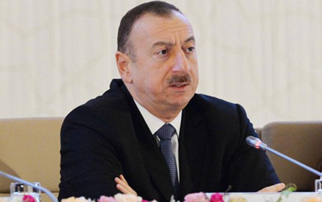 İlham Əliyev iki nəfəri mükafatlandırdı