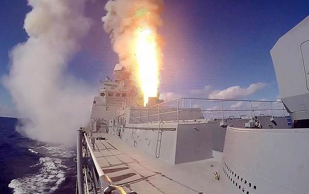 Rus gəmiləri İŞİD-in silah anbarını məhv edib