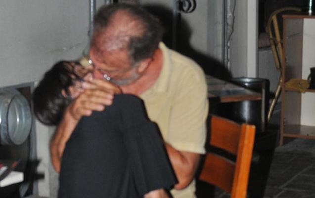 66 yaşlı aktyor gənc qızla öpüşdü - Fotolar
