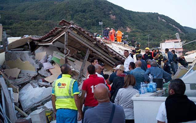 İtaliyada dağıntılar altından 3 qardaş xilas edildi