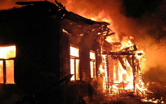 4 otaqlı ev yandı