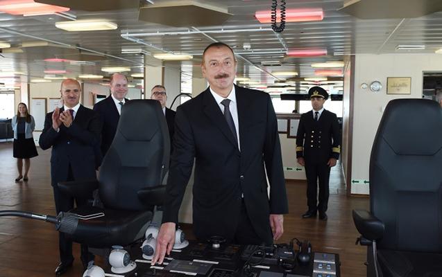 """İlham Əliyev """"Xankəndi"""" gəmisində"""