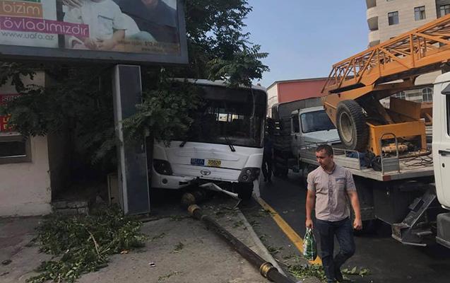 Avtobus qəza törətdi