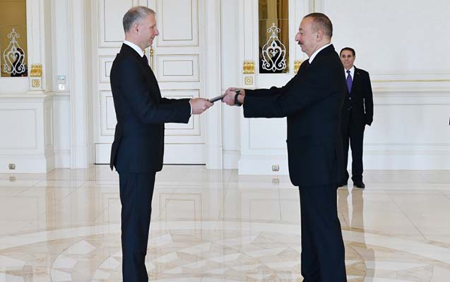 Prezident Aİ-nin Bakı nümayəndəliyinin yeni rəhbərini qəbul edib