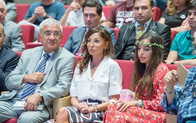 Mehriban Əliyeva iş adamının mühazirəsini dinlədi - Fotolar