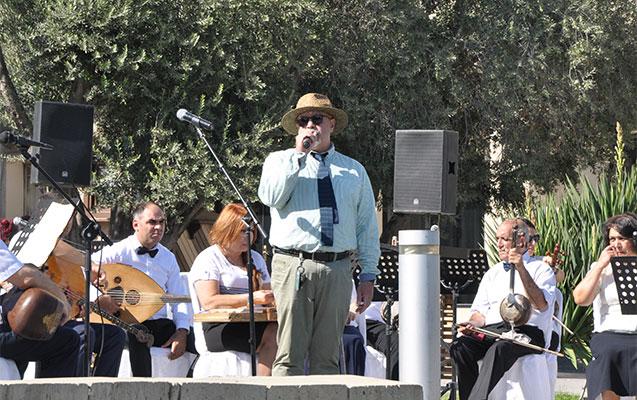 Qız Qalasının önündə canlı konsert