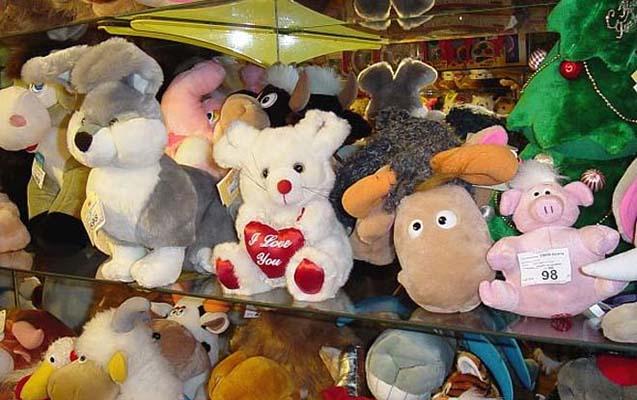 Abşeronda iki kişi 1041 manat dəyərində oyuncaq oğurlayıb