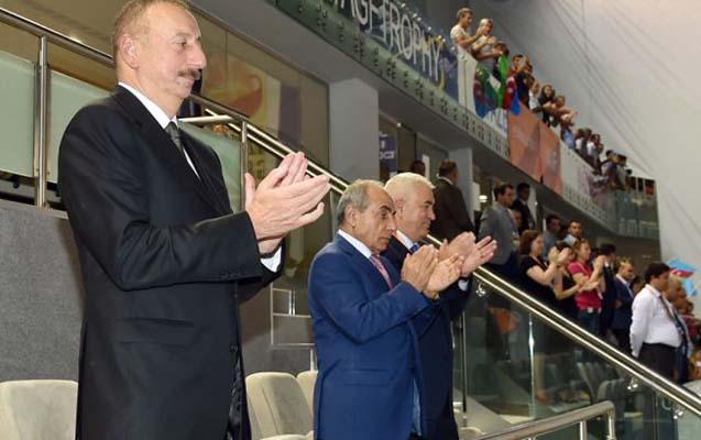Prezident İlham Əliyev milli komandanın voleybol üzrə Avropa çempionatındakı oyununu izləyib (Qalereya)
