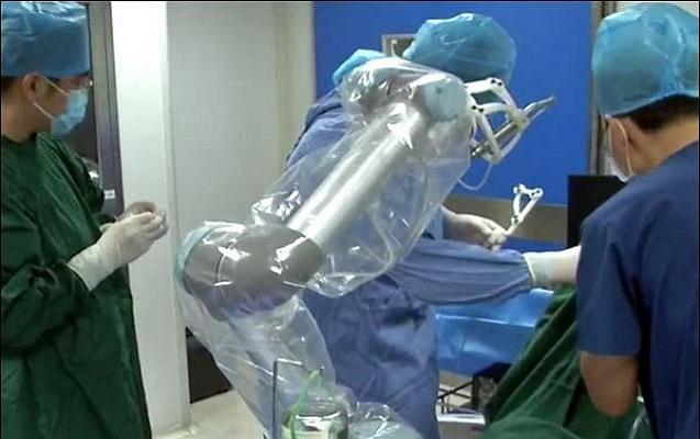 Robotla ilk diş əməliyyatı baş tutdu