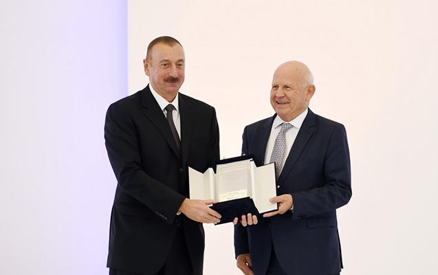 İlham Əliyevə qızıl medal verildi
