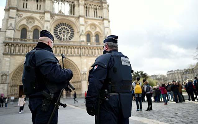Parisdə səfirliyin qarşısında partlayış olub