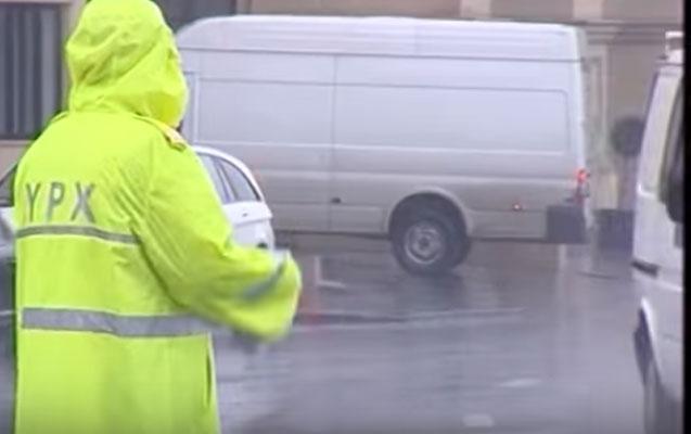 Yağış vaxtı tıxac olanda polis nə edir? - Açıqlama
