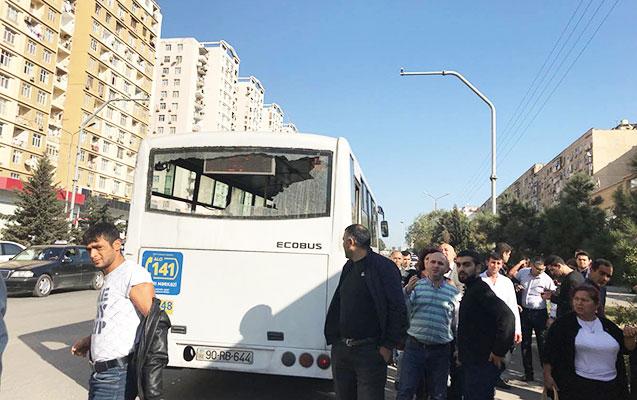 Avtobusun vurduğu qadın öldü