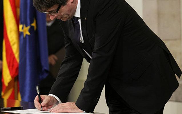 Kataloniya rəhbəri müstəqillik bəyannaməsini imzaladı