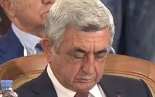 Sarkisyan prezidentlərin görüşündə yatdı