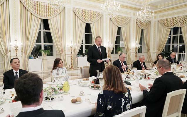 Bolqarıstan prezidentinin şərəfinə ziyafət verildi