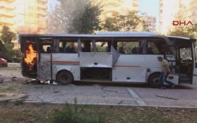 Türkiyədə polis avtobusu partladıldı -