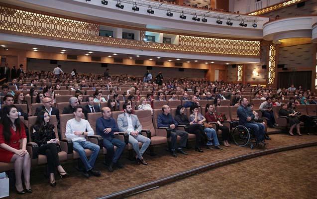 """Leyla Əliyeva """"Pəncərədən düşən işıq"""" filmini izlədi -"""