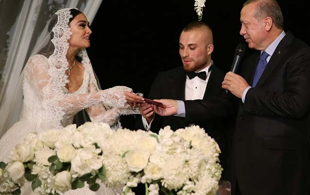 Məşhur futbolçu ilə aktrisa evləndi